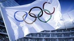 Die olympische Fahne weht in einer Sportarena (Bildmontage) © picture-alliance/ dpa/dpaweb, Fotolia Foto: DPPI-SIPA Millereau,  KB3