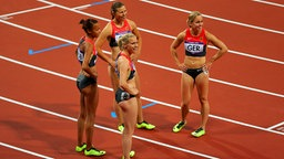 Verena Sailer (vorne) holt mit der Staffel über 4x100 m der Frauen den fünften Platz bei Olympia 2012 in London. © picture-alliance / Augenklick/Rauchensteiner Foto: Rauchensteiner/Augenklick