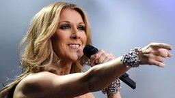 Die kanadische Popsängerin Celine Dion live auf der Berliner Waldbühne am 12. Juni 2008 © dpa - Bildfunk Foto: Britta Pedersen