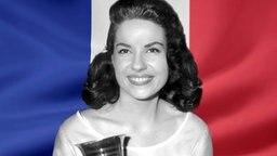 Jacqueline Boyer vor der Französischen Flagge. (Bildmontage) © Fahne: Fotolia, Quelle Künstler: picture-alliance / KPA/TopFoto Foto: Fahne: Juergen Priewe, Fotograf Künstler: TopFoto