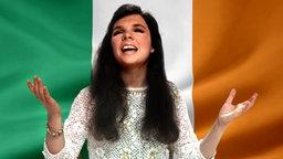 Dana vor der Irischen Flagge. (Bildmontage) © Fahne: Fotolia, Quelle Künstler: picture-alliance / dpa Foto: Fahne: Juergen Priewe, Fotograf Künstler: Dieter Klar