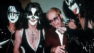 Elton John mit der Rockband Kiss in den 70er-Jahren © Picture-Alliance / United Archives