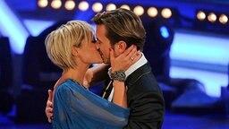 Florian Silbereisen und Helene Fischer auf der Bühne. © dpa Fotograf: Juri Reetz
