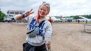 Comic-Tattoos auf dem Unterarm einer jungen Frau beim Hurricane-Festival in Scheeßel 2018 © NDR / Foto: Benjamin Hüllenkremer