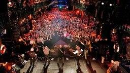 Ein Blick von der Bühne aufs Publikum. © Rolf Klatt Foto: Rolf Klatt