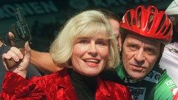Mary Roos mit Danny Clark beim Sechstagerennen 1996 in Dortmund © Picture-Alliance / dpa Foto: Franz-Peter Tschauner