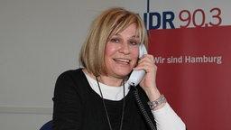 Mary Roos hält eine Telefonhörer in der Hand © Picture-Alliance / dpa Foto: Ulrike Blitzner