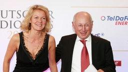 Stefan Aust mit seiner Frau Katrin auf dem Roten Teppich Foto: Philipp Szyza
