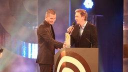 """Preisträger """"Beste Morgensendung"""" Stefan Rupp (li.) und Marco Seiffert (radioeins, RBB) beim Deutschen Radiopreis am 17. September 2010 in Hamburg. © NDR Foto: Philipp Szyza"""