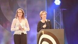 """Zwei der Preisträger """"Beste Recherche"""" (Martina Schulte, Gisela Corves) beim Deutschen Radiopreis am 17. September 2010 in Hamburg. © NDR Foto: Philipp Szyza"""