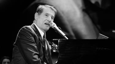 Udo Jürgens am Flügel bei seinem Auftritt in Hamburg. © NDR Foto: Jan Sauerwein