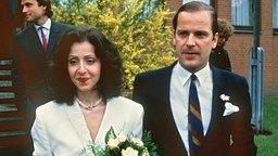 Vicky Leandros und Enno von Ruffin unmittelbar nach ihrer Trauung am 10. Mai 1986 in Schwarzenbek. © picture alliance / dpa Foto: Werner Baum