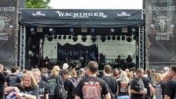 Fans warten auf den Auftritt der Band Santiano beim Wacken Open Air 2012 © Ndr Patricia Poelk