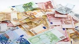 Ein Stapel von Geldscheinen © Fotolia Foto: imageteam