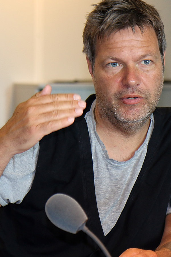 Robert Habeck - Gehen, um treu zu bleiben | NDR.de - NDR 1 ...