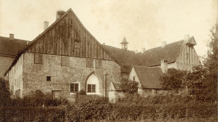 Ein historisches Foto des Grauklosters in Schleswig. © Stadtarchiv Schleswig
