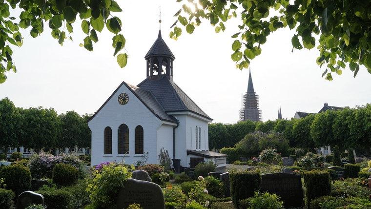 Ein neues Foto des Holmer Friedhofs in Schleswig. © NDR Foto: Peer-Axel Kroeske