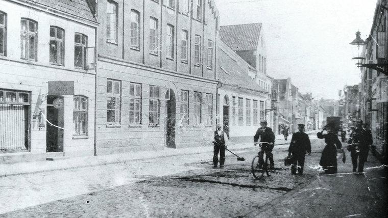 Ein historisches Foto der Friedrichsstraße in Schleswig. © Stadtarchiv Schleswig