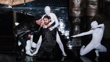 Schauspieler bei der Premiere von Moby Dick im Stadttheater Rendsburg. © Schleswig-Holsteinische Landestheater und Sinfonieorchester GmbH